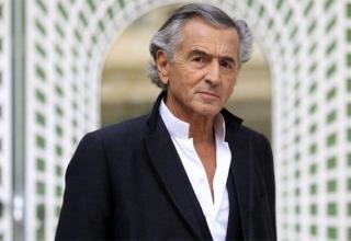 Bernard-Henri Lévy quita la máscara al coronavirus